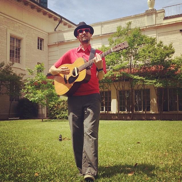 Jason Molin playing in Calhoun courtyard