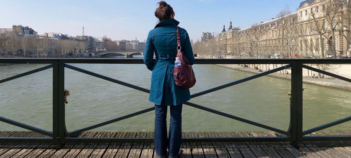 Maile, overlooking the Seine